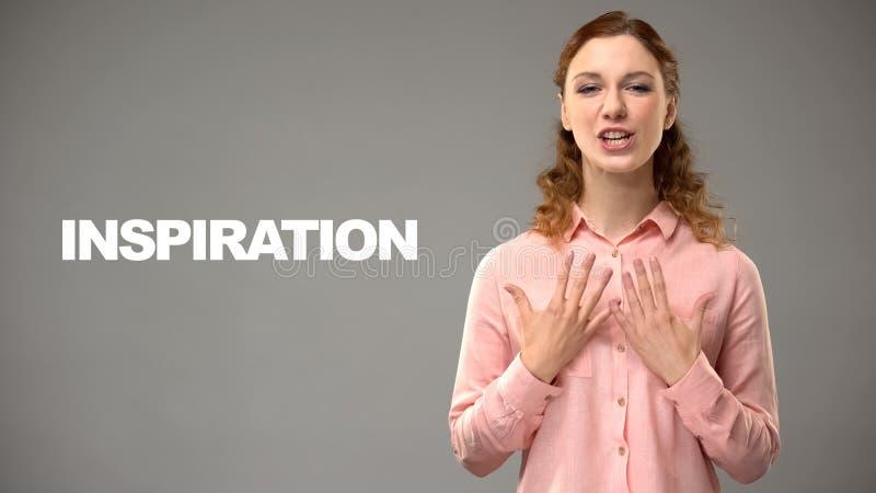 Vrouw die inspiratie in gebarentaal, tekst op achtergrond, mededeling zeggen royalty-vrije stock afbeelding