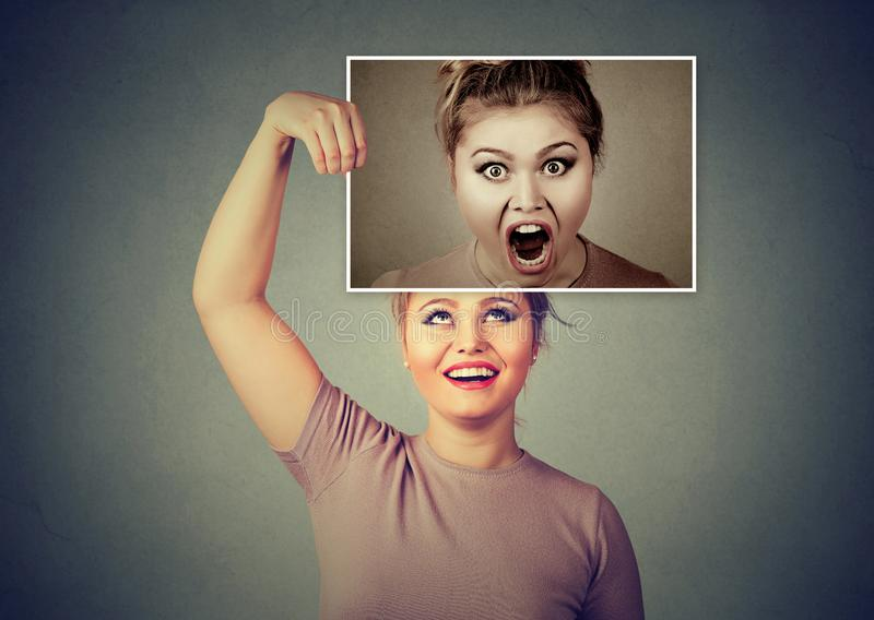 Vrouw die karakter en emoties hebben verdeeld stock afbeeldingen