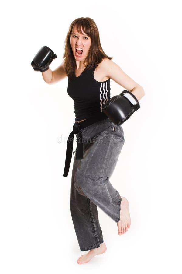 Vrouw die karatehandschoenen draagt royalty-vrije stock foto's