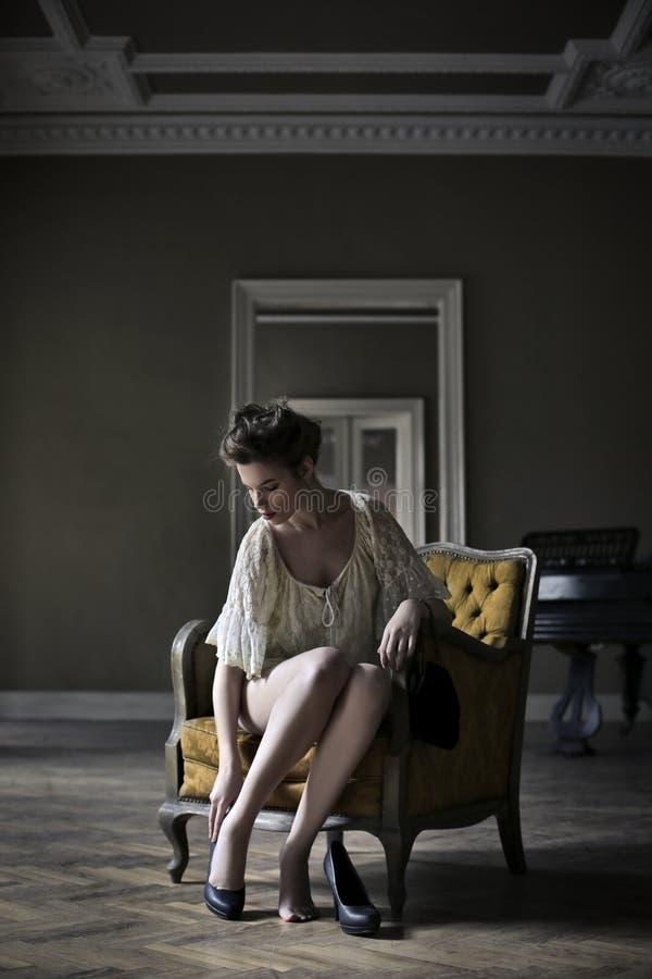 Vrouw die klaar worden royalty-vrije stock foto's