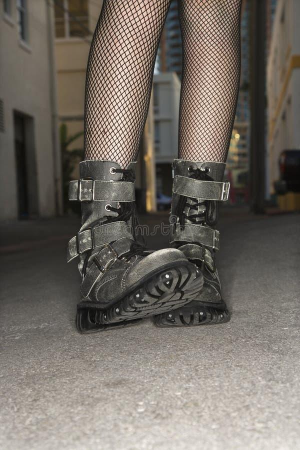 Vrouw die laarzen draagt. stock afbeeldingen