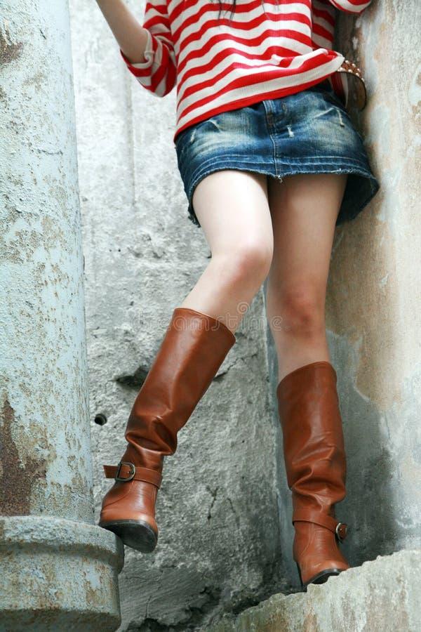 Vrouw die lange laarzen draagt royalty-vrije stock foto