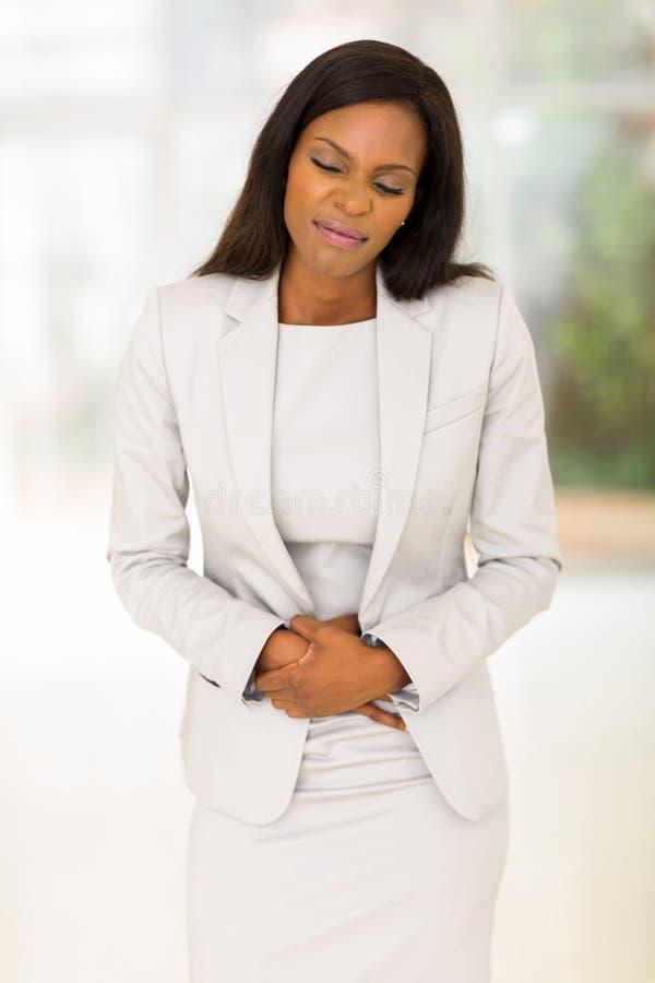 Vrouw die maagpijn hebben royalty-vrije stock foto