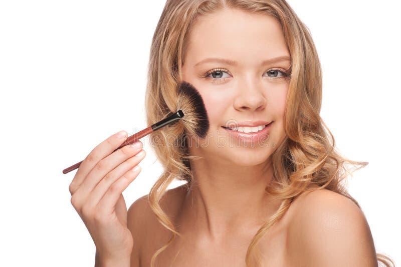 Vrouw die make-up toepassen royalty-vrije stock foto's