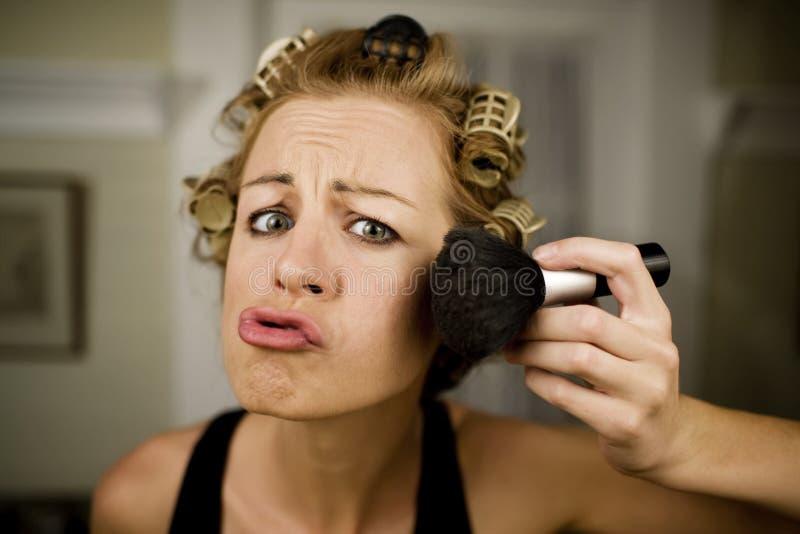 Vrouw die Make-up toepast royalty-vrije stock foto's