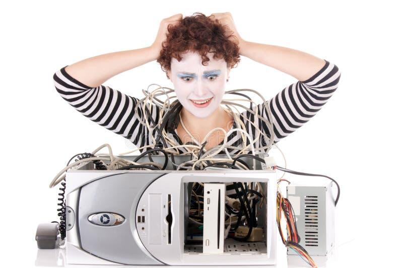Vrouw die met computer wordt verstoord stock afbeelding