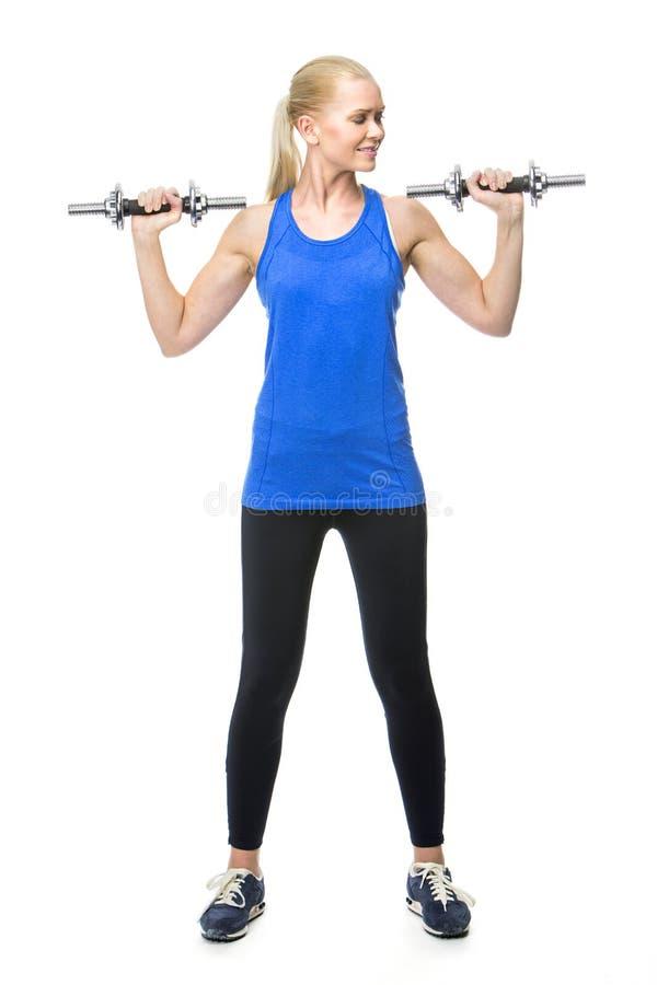 Vrouw die met gewichten uitoefent stock afbeeldingen