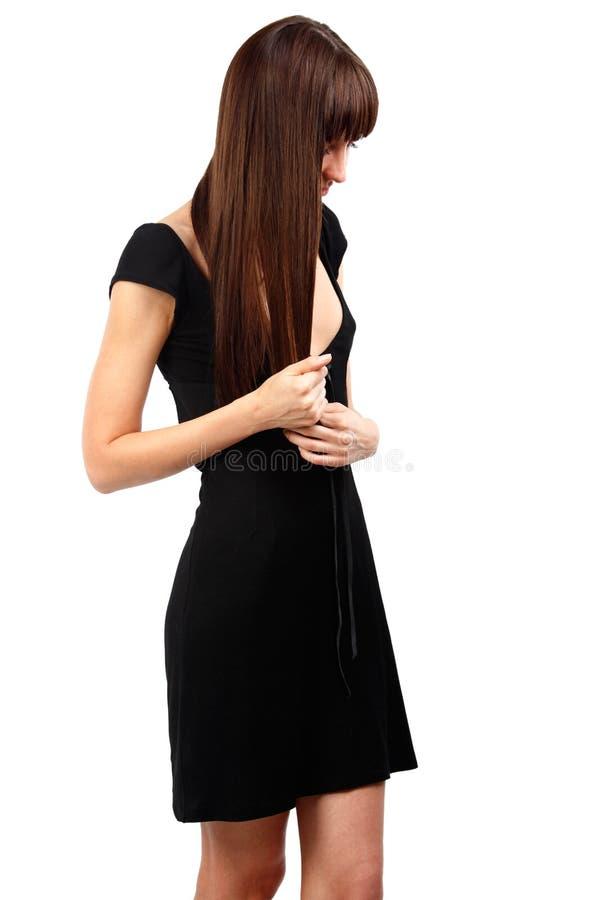 Vrouw die met lang haar ongerust gemaakt kijkt stock afbeelding
