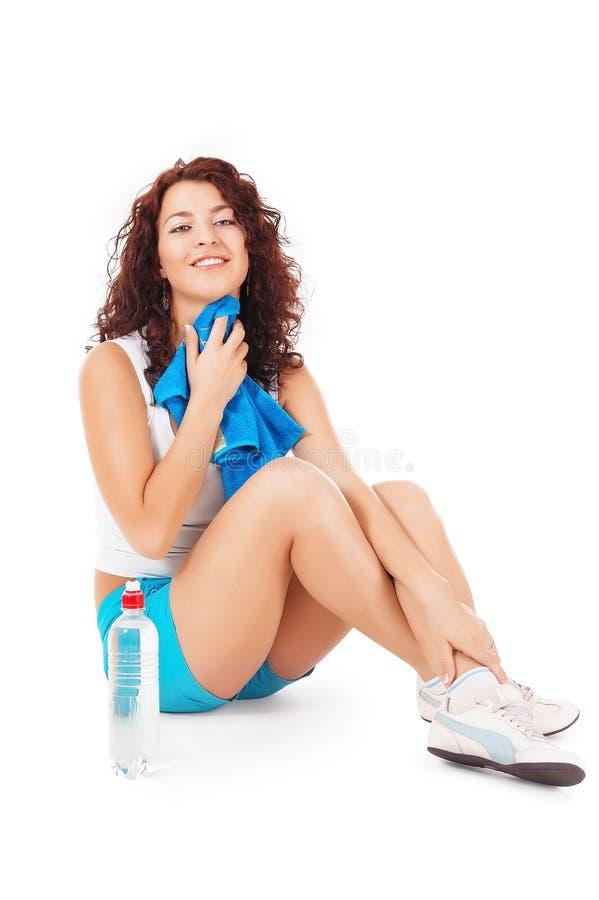 Vrouw die na oefening rust stock foto