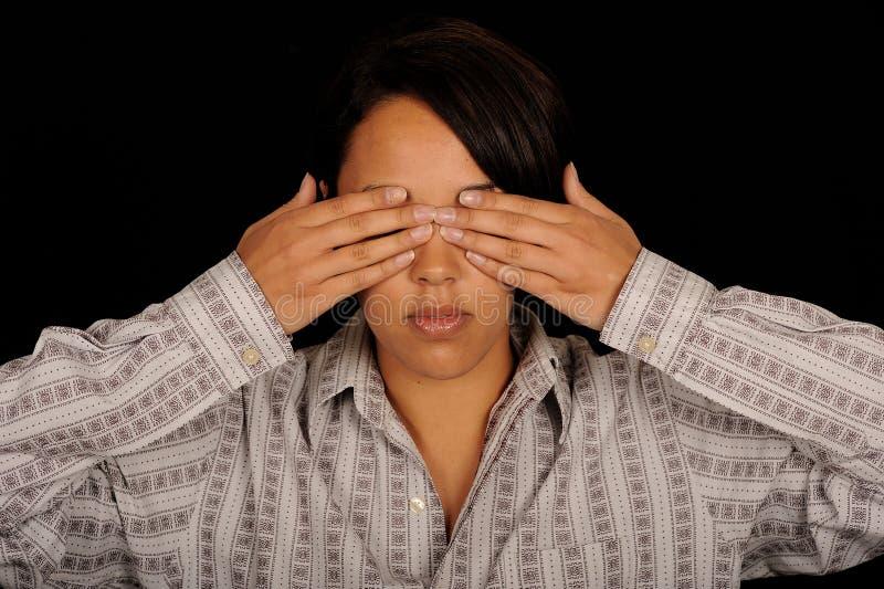 Vrouw die ogen behandelt stock afbeeldingen