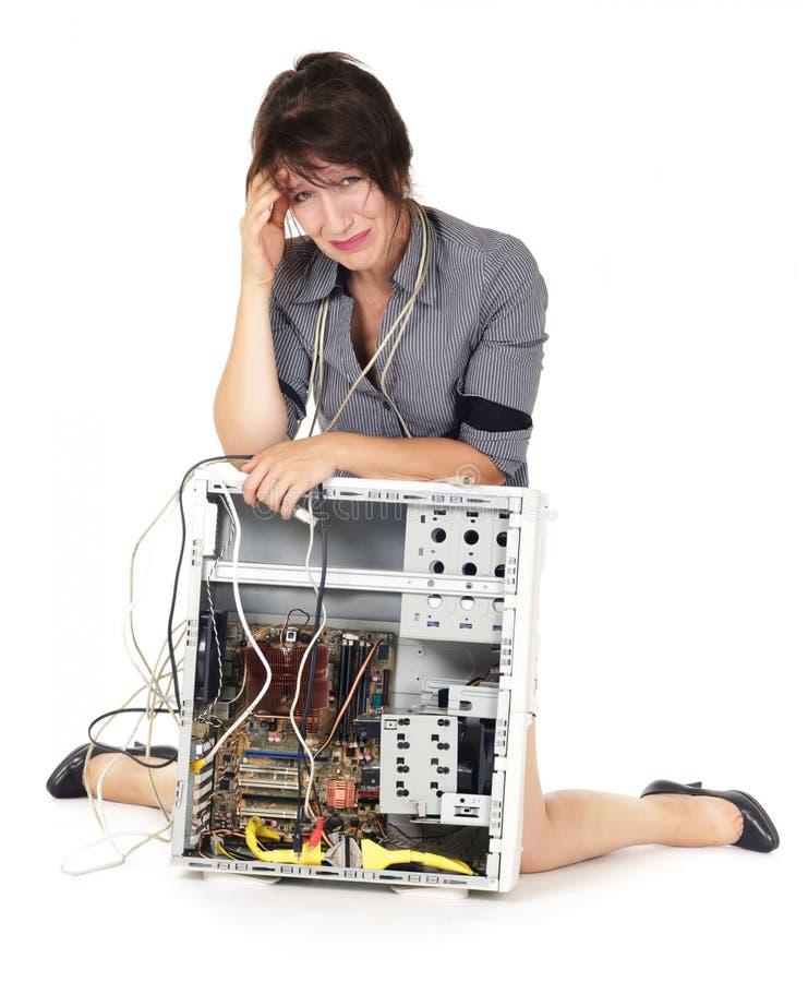 Vrouw die op computer schreeuwt stock fotografie