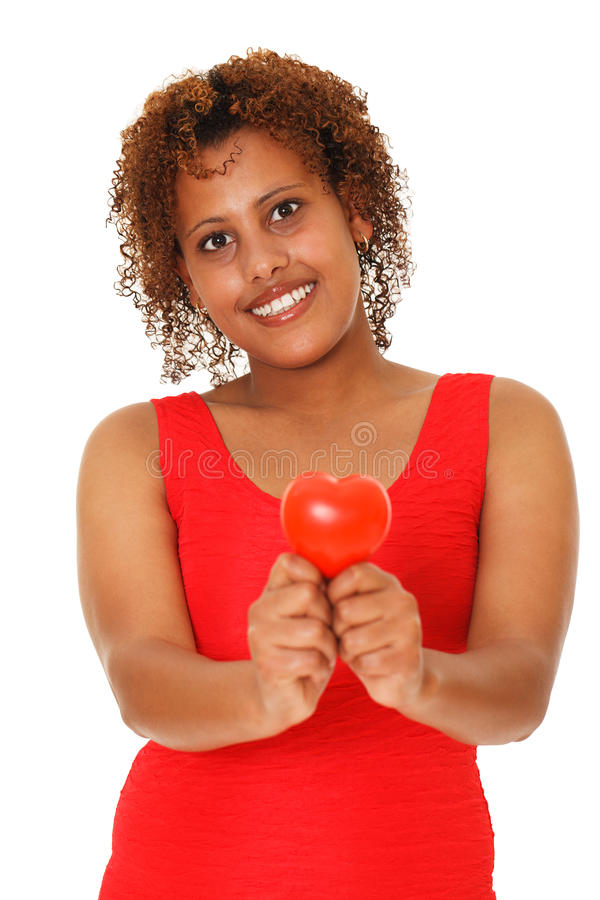 Vrouw die rood hart tonen. stock fotografie