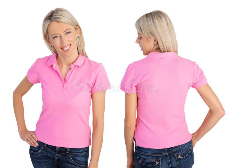 Vrouw die roze polooverhemd dragen royalty-vrije stock afbeeldingen