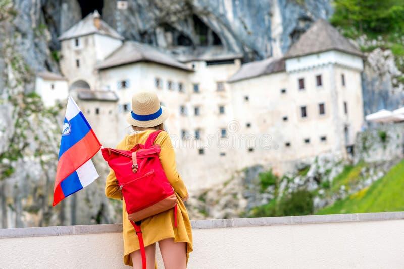 Vrouw die in Slovenië reizen stock afbeeldingen
