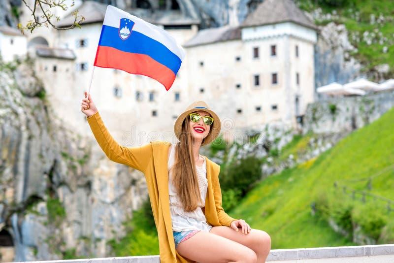 Vrouw die in Slovenië reizen stock afbeelding