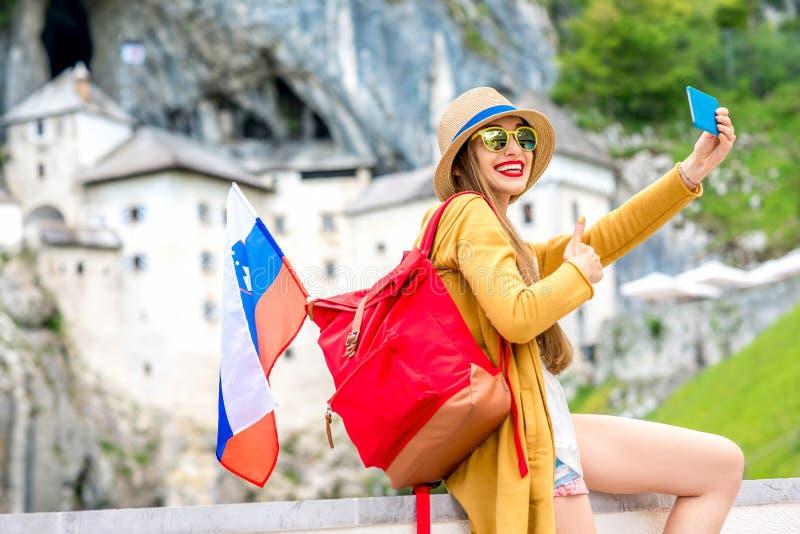 Vrouw die in Slovenië reizen stock foto
