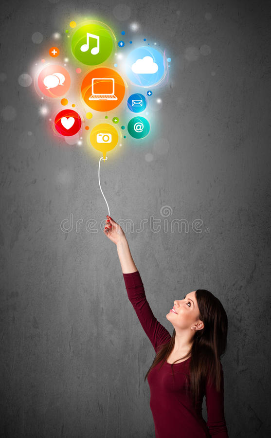 Vrouw die sociale media ballon houden stock foto