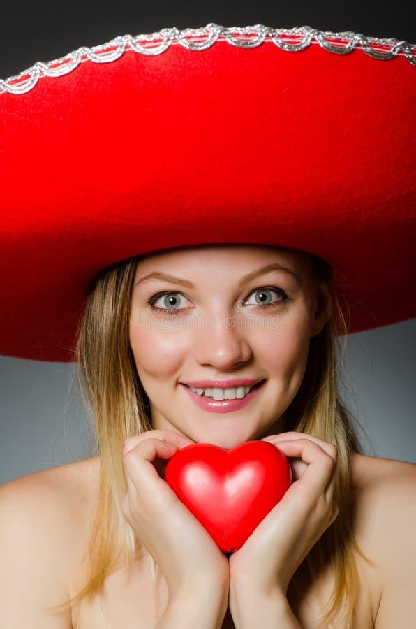 Vrouw die sombrerohoed dragen royalty-vrije stock afbeelding