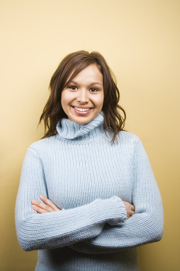 Vrouw die sweater draagt. stock afbeeldingen