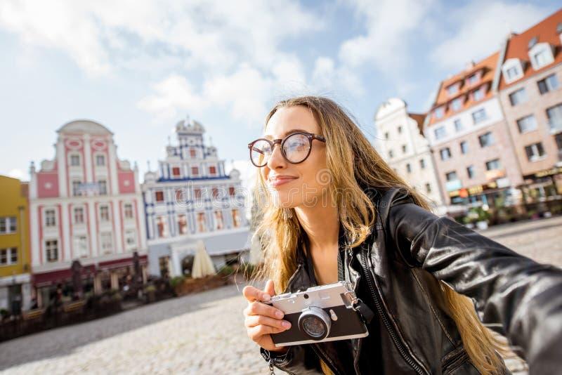 Vrouw die in Szczecin, Polen reizen royalty-vrije stock foto
