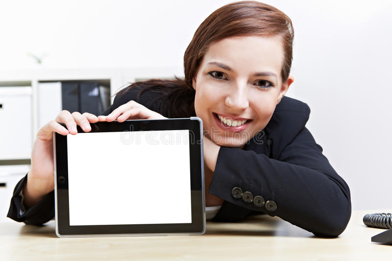 Vrouw die tabletcomputer voorstelt stock fotografie