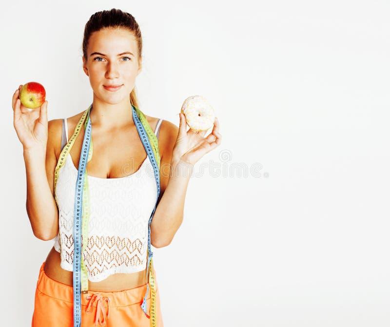 Vrouw die taille met band op knoop zoals een gift meten, tan geïsoleerde dicht omhoog witte achtergrond, het concept van dieetmen royalty-vrije stock fotografie
