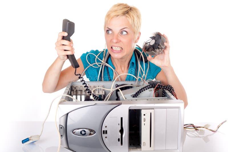 Vrouw die in technologie wordt verloren stock afbeelding