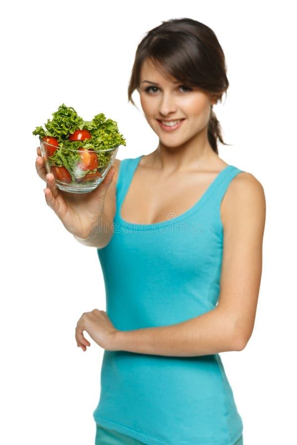 Vrouw die u een salade aanbieden royalty-vrije stock fotografie