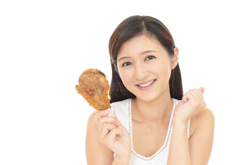 Vrouw die van een maaltijd geniet stock fotografie