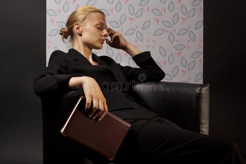 Vrouw die van het werk wordt vermoeid royalty-vrije stock foto's