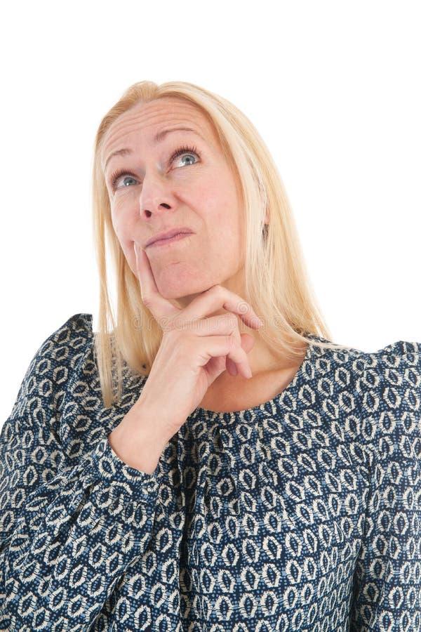 Vrouw die van rijpe leeftijd omhoog kijken royalty-vrije stock foto's