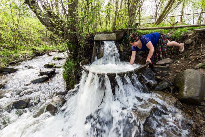 Vrouw die Wasserij doet royalty-vrije stock foto