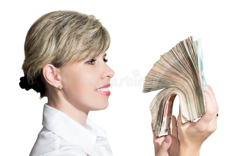 Vrouw die in witte blouse een pakje van geld houden royalty-vrije stock foto