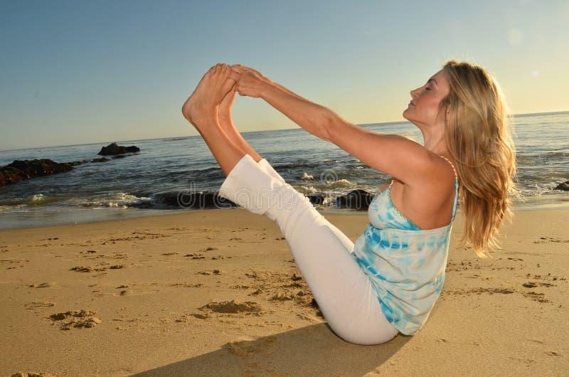 De Yoga van de avond stock afbeelding