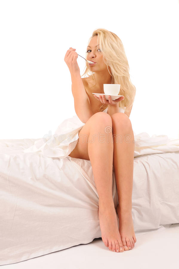 Vrouw die yoghurt eet royalty-vrije stock foto