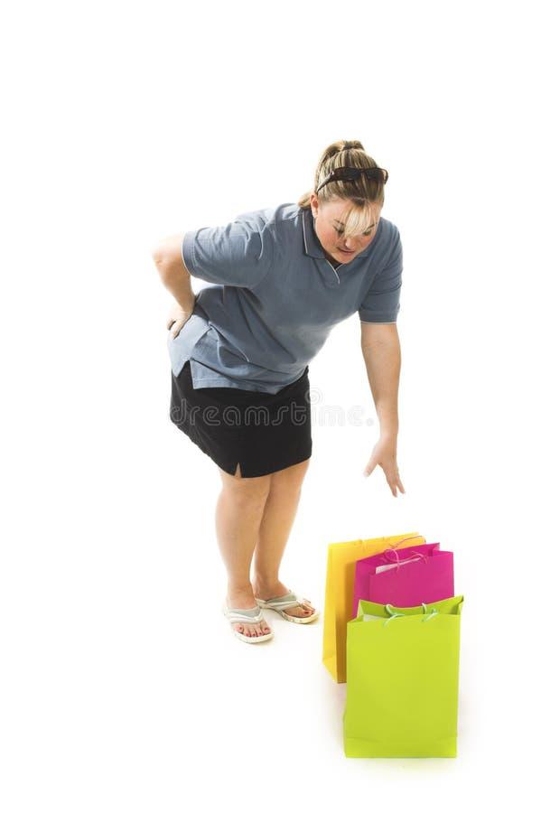 Vrouw die zakken opneemt stock afbeelding