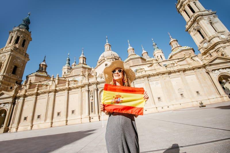 Vrouw die in Zaragoza stad, Spanje reizen royalty-vrije stock foto