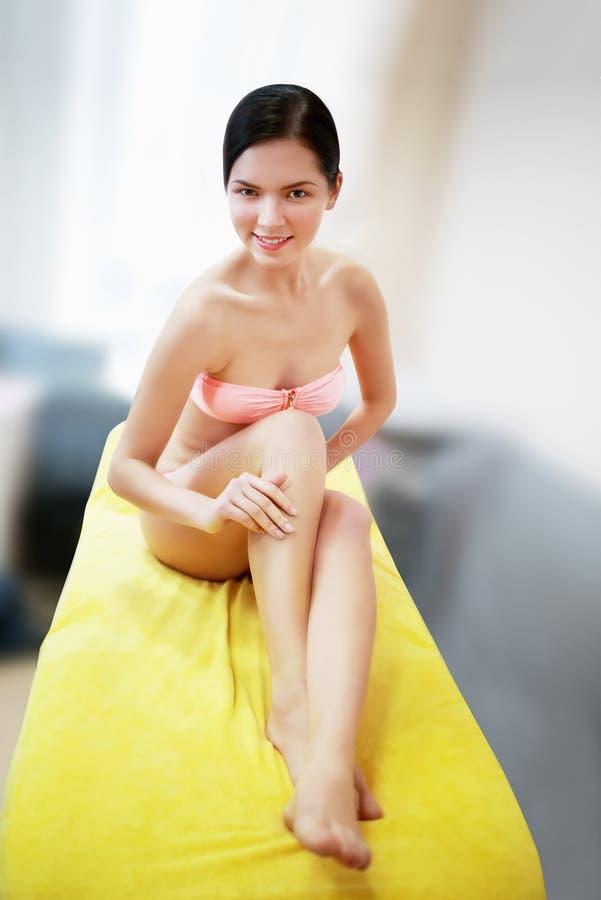 Vrouw die zwempak draagt royalty-vrije stock afbeeldingen