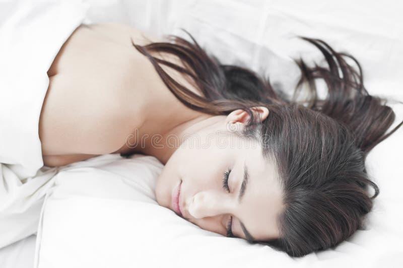 Vrouw in diepe slaap royalty-vrije stock fotografie