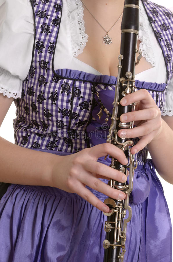 Vrouw in dirndlkleding het spelen klarinet, detail royalty-vrije stock afbeelding