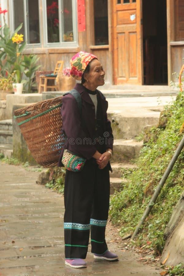 Vrouw - een bejaarde landbouwer stock foto