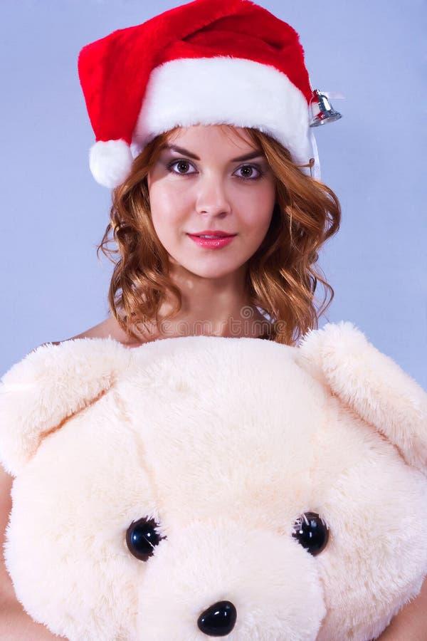 Vrouw in een hoed van de Kerstman stock foto's