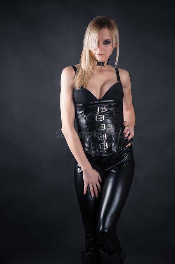 Vrouw in een korset stock fotografie