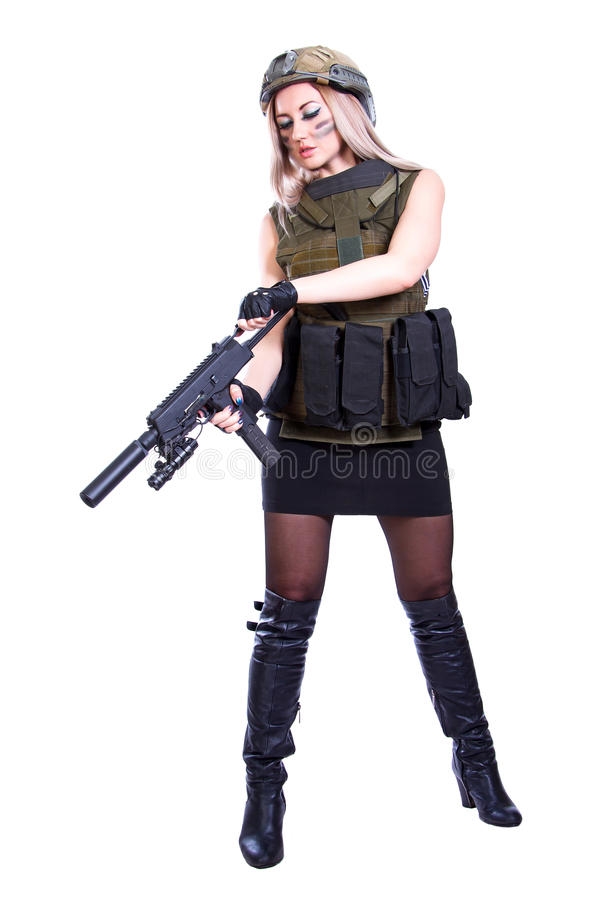 Vrouw in een militaire camouflage die smg herladen royalty-vrije stock fotografie