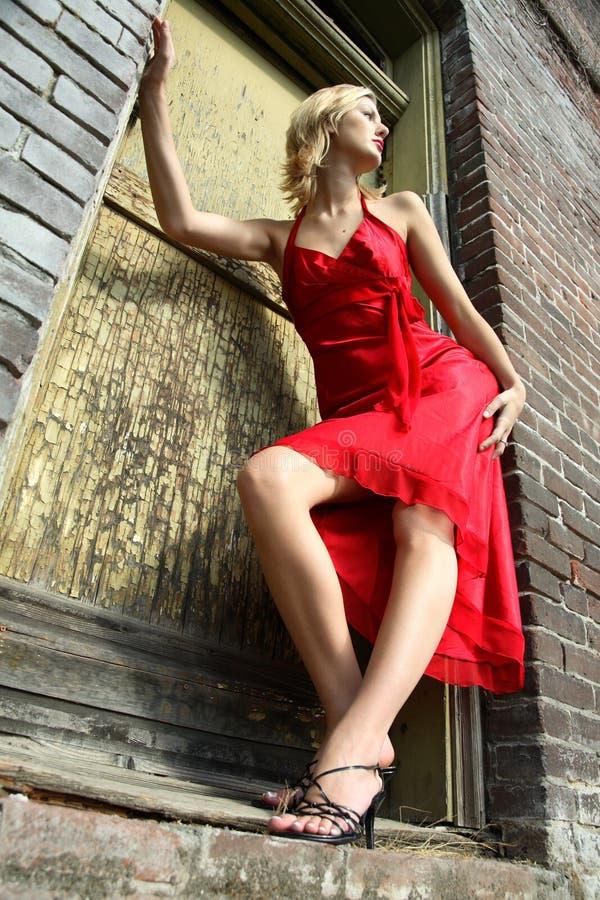Vrouw in een rode kleding stock foto's