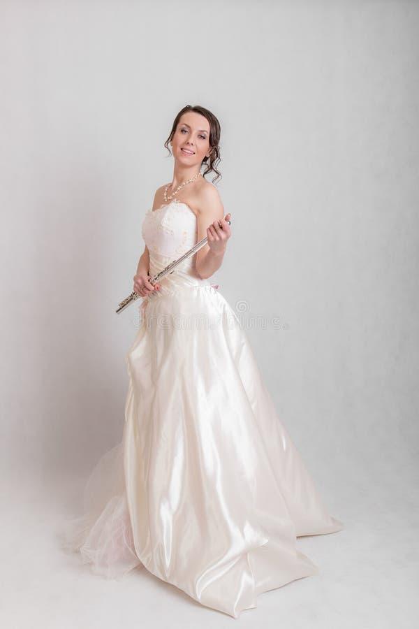 Vrouw in een witte kleding stock afbeeldingen