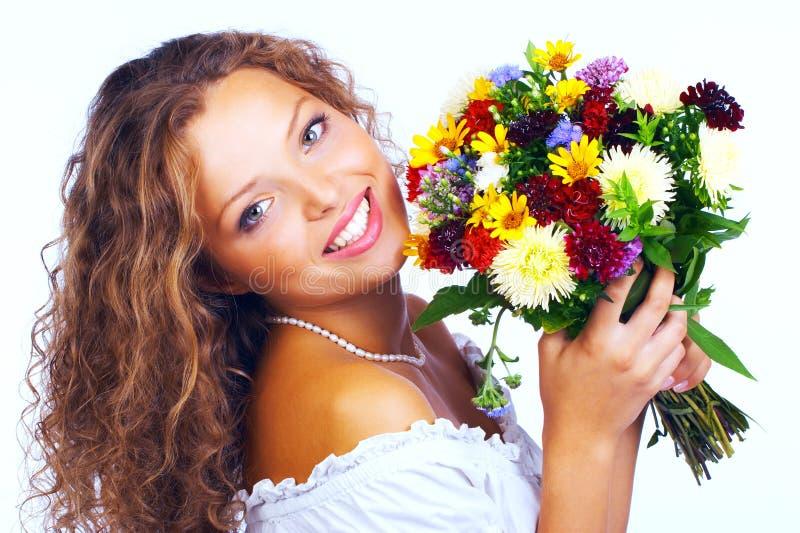 Vrouw en bloemen stock foto's