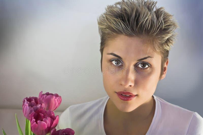 Vrouw en Bloemen stock afbeeldingen