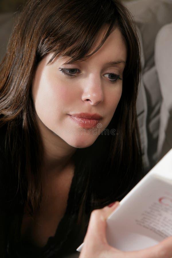 Vrouw en boek royalty-vrije stock foto