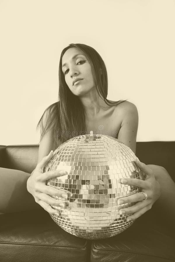 Vrouw en discoball royalty-vrije stock fotografie